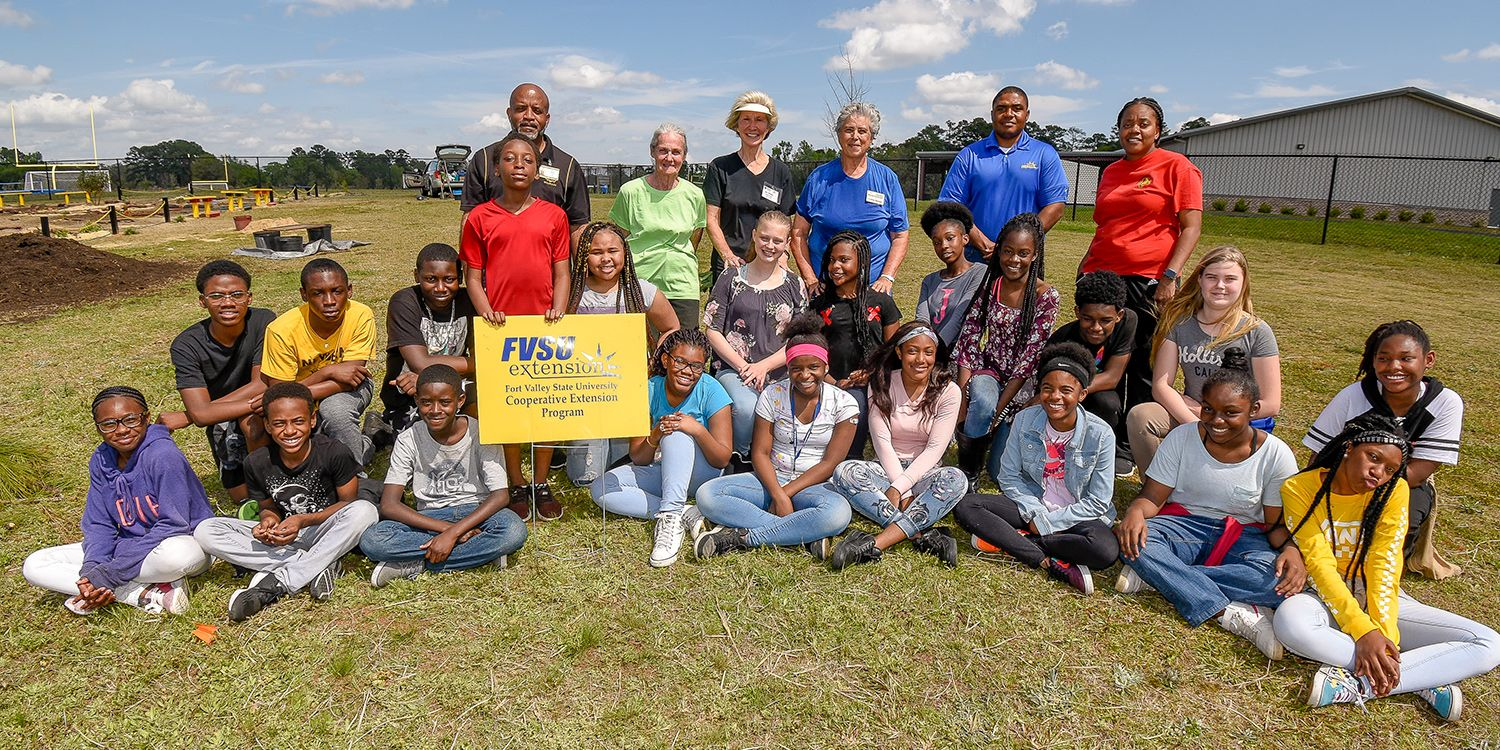 Students and teachers from J.L. Newbern Middle School in Valdosta enjoy a moment with Master Gardeners and FVSU Lowndes County Extension agent Joshua Dawson (back row, second from right).